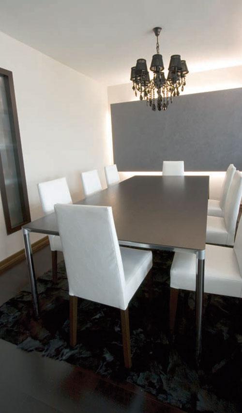 stolovi u kancelariji