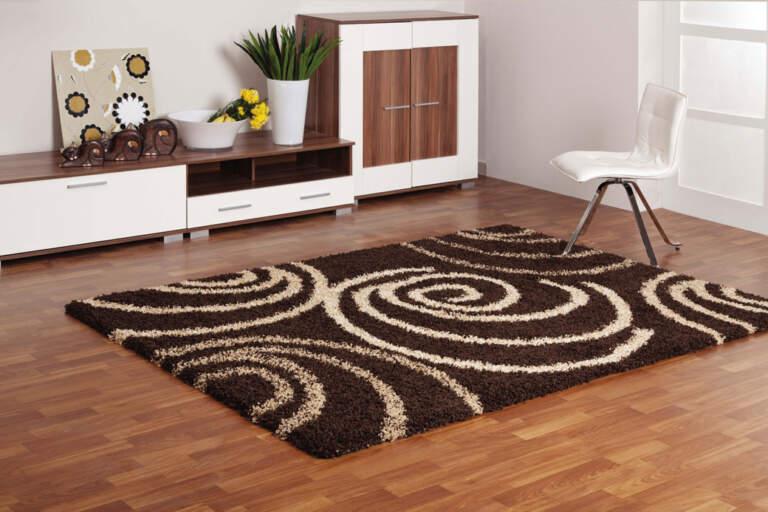 Tepih braon u dnevnoj sovi