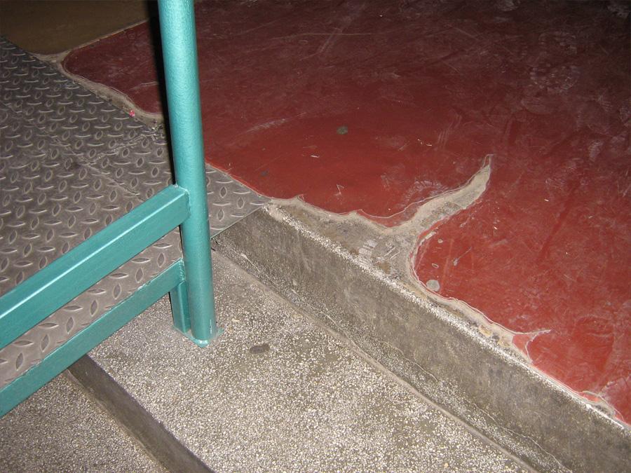Oštećen pod u školi 2
