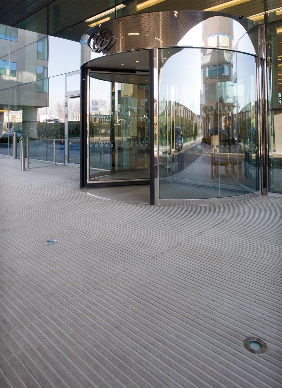 Otirači ispred ulaza u objekat
