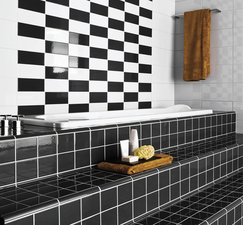 Crno bela kombinacija u kupatilu