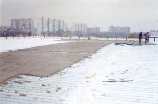 simprolit monolit na krovu od rebrastog lima