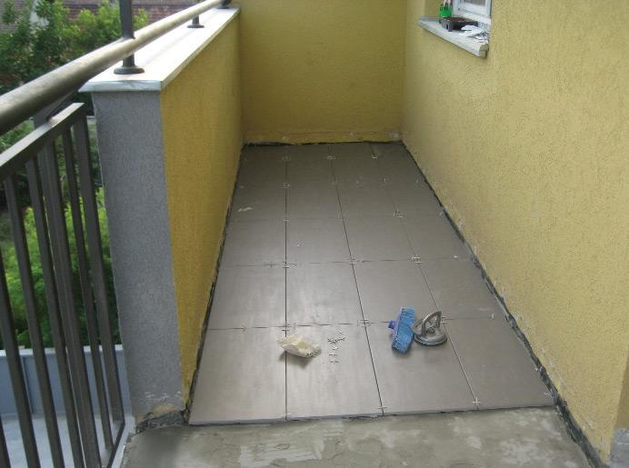 Podne keramičke pločice na terasi