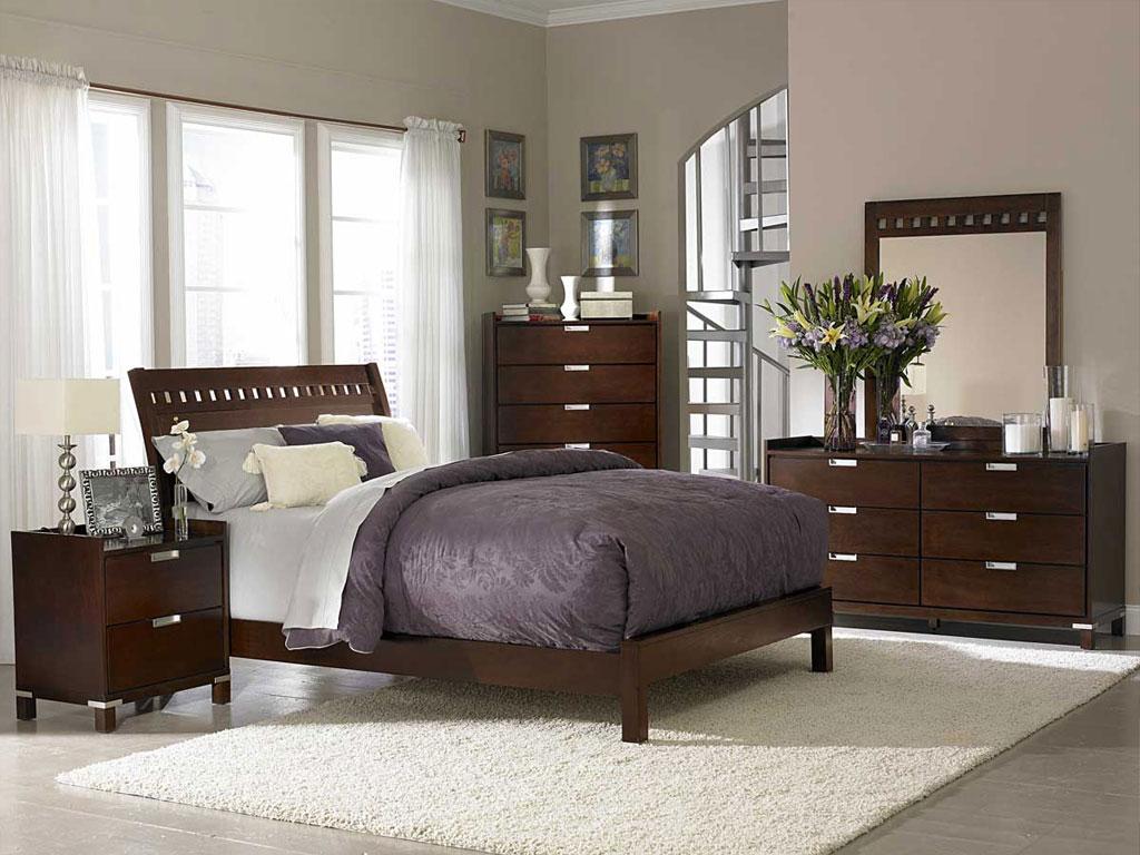 Drveni krevet u spavaćoj sobi