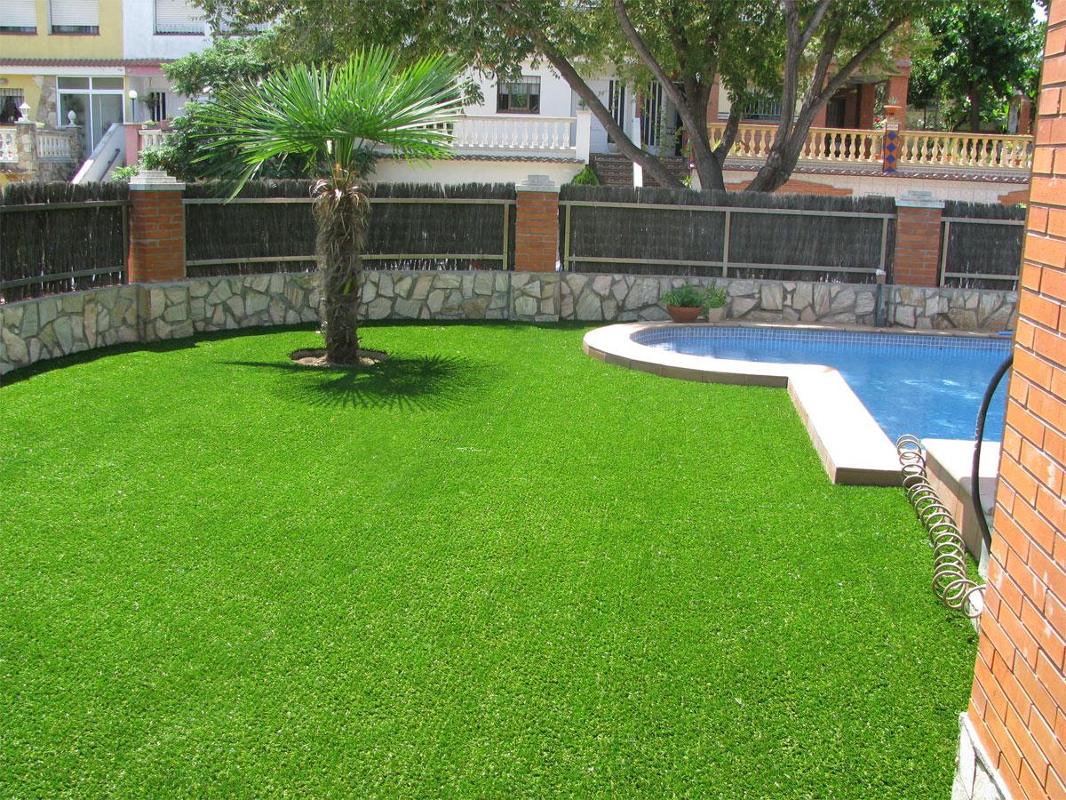 Veštačka trava u dvorištu