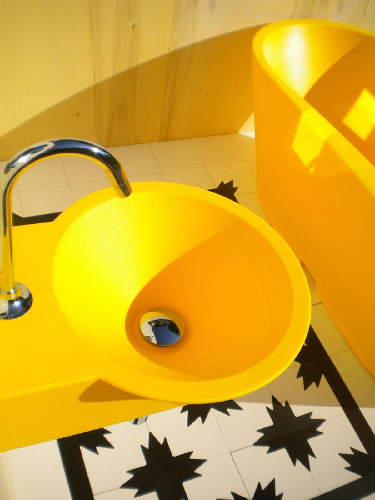 Žuto wet kupatilo