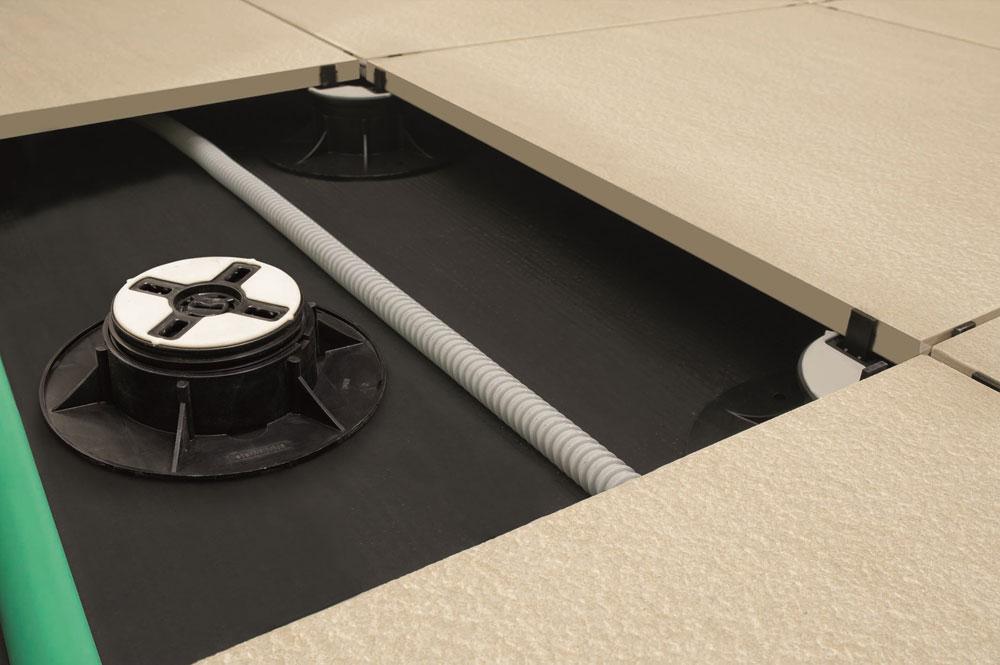 684-Dupli-podovi-sastoje-se-od-izdignutih-panela-koji-su-pridrzani-potkonstrukcijom