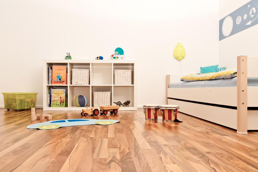 Drveni podovi takođe su veoma popularan izbor za dečije sobe