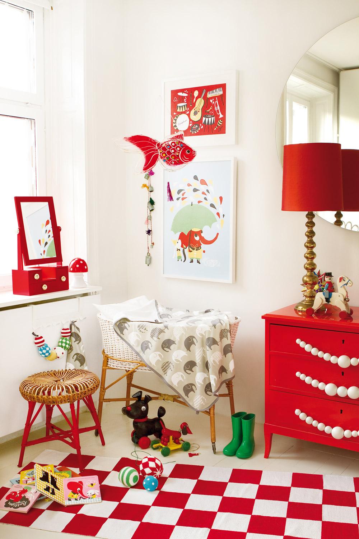 Tepih sa određenom dekoracijom je mnogo jeftiniji izbor od postavljanja tapeta i zidne dekoracije