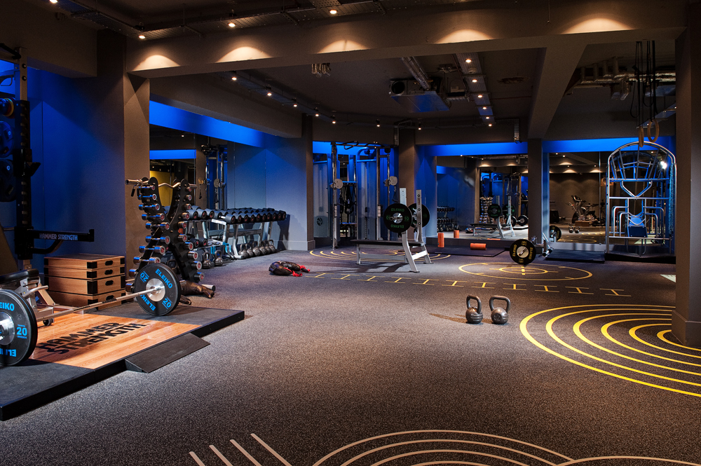 Sportski podovi moraju biti projektovani tako da trpe veća opterećenja, što zbog povećanog broja i dinamičnijih aktivnosti ljudi