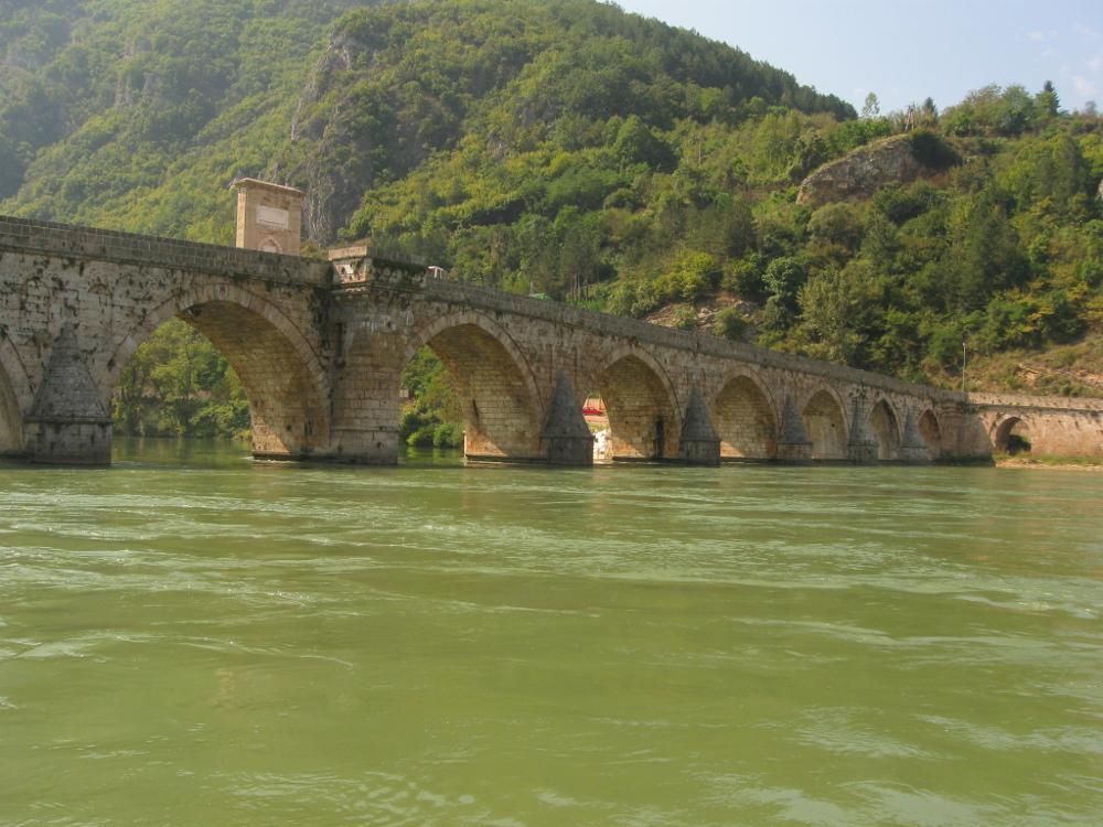 Ćuprija još stoji na Drini