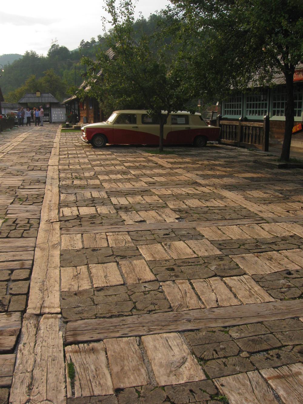 Interesantno rešenje popločavanja u Drvengradu