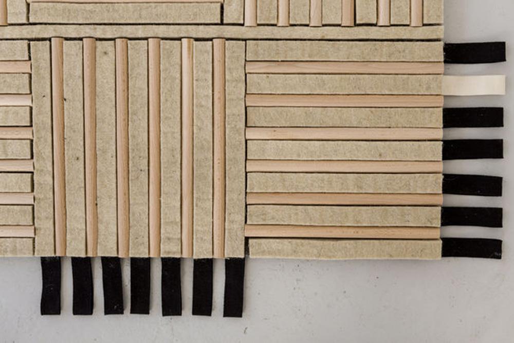 Kombinacija daščica od javorovog drveta i presovane vune