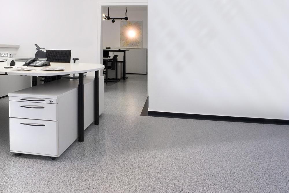 Održavanje elastičnih podnih obloga kao što su PVC i linoleum je jednostavno