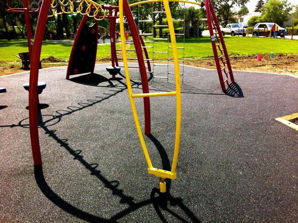 Upravo gumene podloge se veoma često mogu sresti i na dečijim igralištima u našoj zemlji