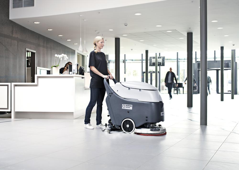 Osim ručnog čišćenja, u javnim objektima poslednjih godina sve više možemo da primetimo i pojavu mašina za čišćenje podova