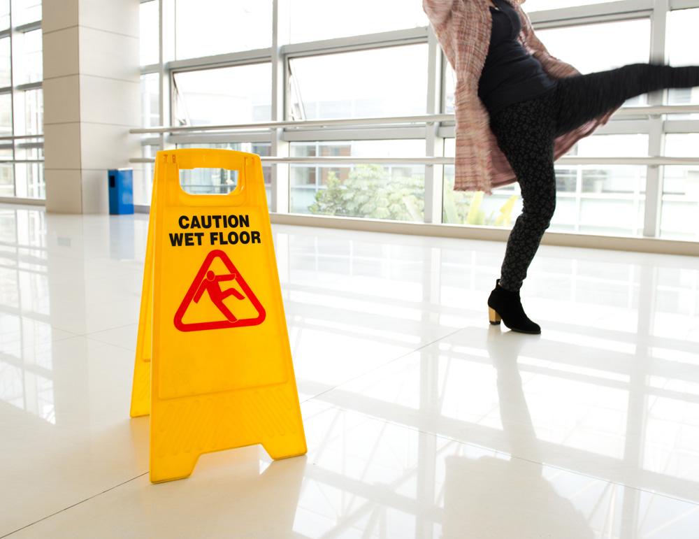 U redovno održavanje kod javnih objekata spada svakodnevno brisanje i čišćenje podova