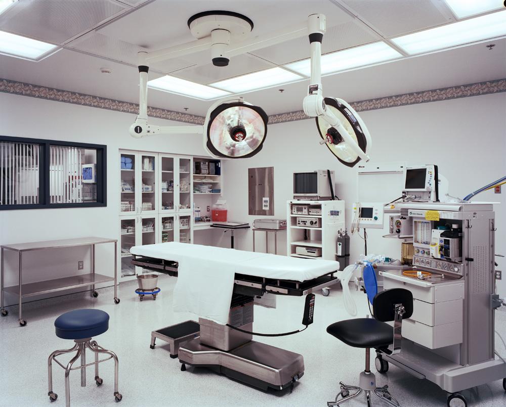Bolnički hodnici i koridori moraju zadovoljavati različite karakteristike otpornosti i specijalne zahteve vezane za praktičnu upotrebu