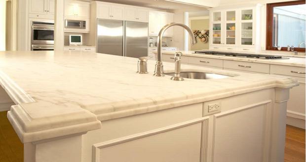 Granit među kuhinjskim elementima