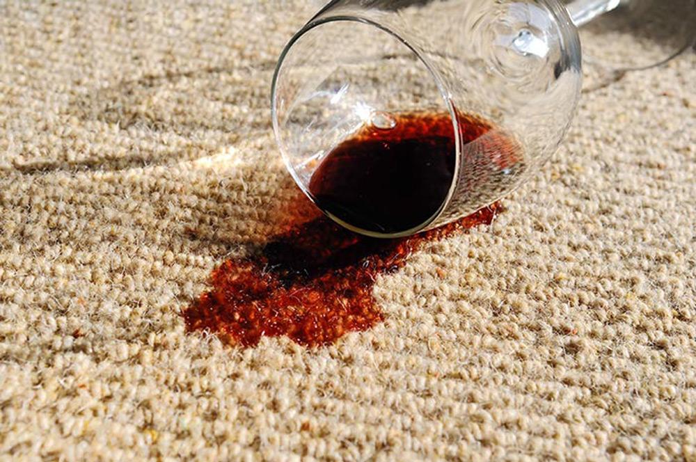 Slučajna nezgoda prosipanja tečnosti - vina