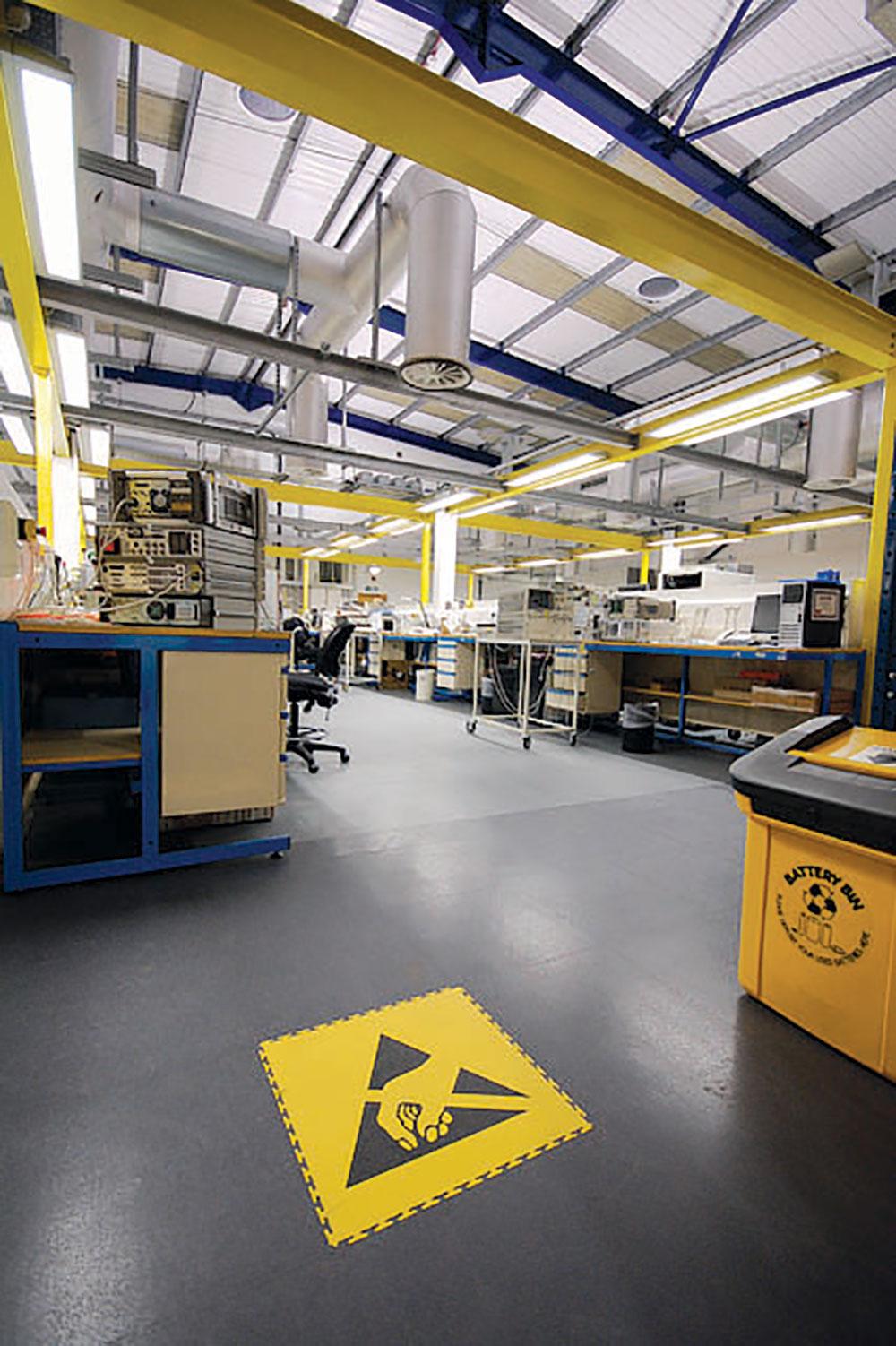 Ecotile ploče spojene na specijalan način obezbeđuju čvrstinu, fleksibilnost i bezbednost