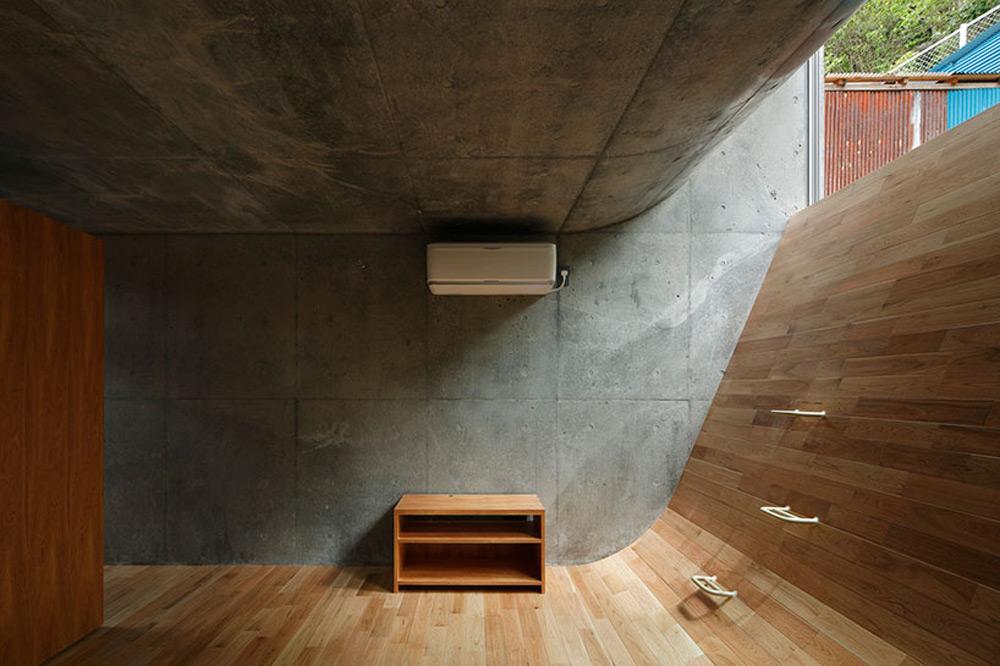 Zakrivljeni pod unutar kuće