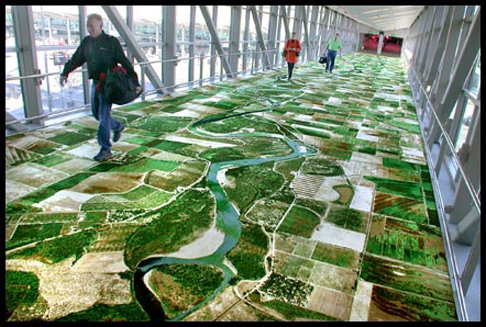 Utkani tepih na kojem je oslikana reka Saramento