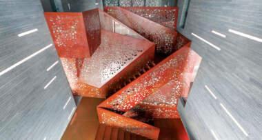 Stepenice u enterijerima kao deo i produžetak podne površine
