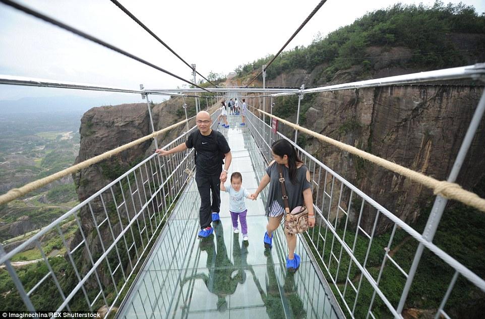 Otvoren najduži stakleni most na svetu - Časopis Podovi