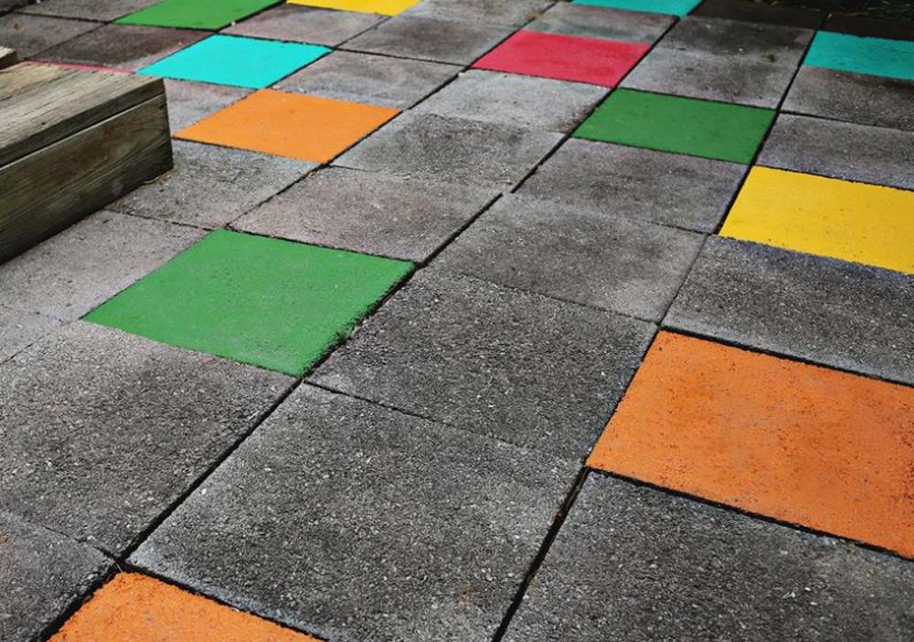 U zavisnosti od boje, ploče se premazuju u dva ili tri sloja