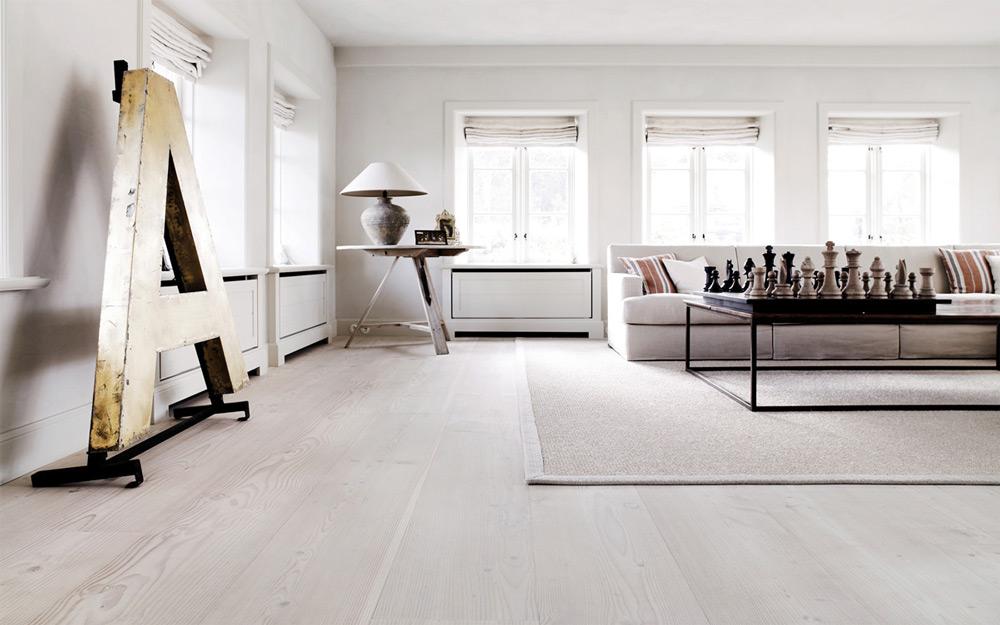 Beli drveni pod
