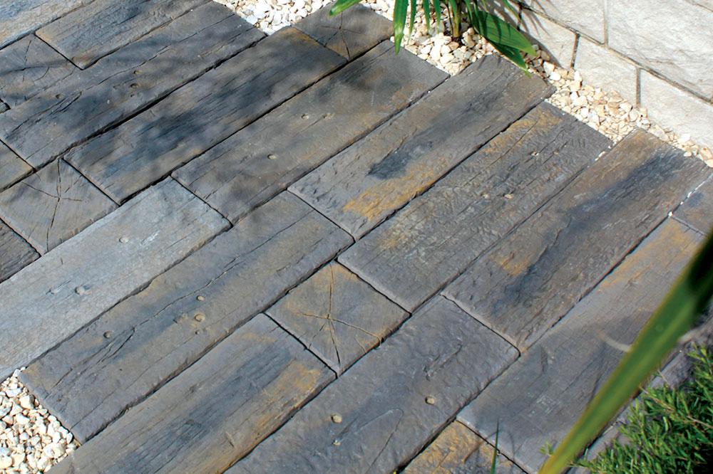 Kada je reč o požarnoj otpornosti, drvene kocke spadaju u red teško zapaljivih podnih obloga