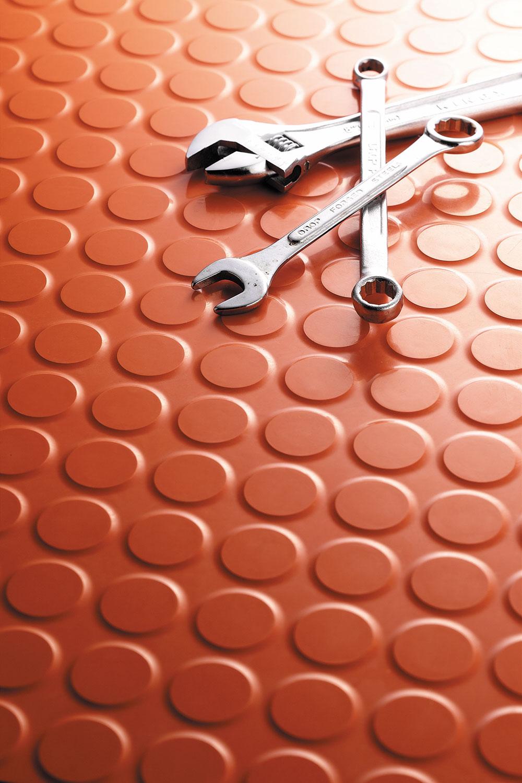 Razlozi zašto guma postaje sve popularniji materijal su mnogobrojni
