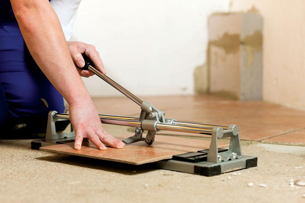 Pametno je pločice poređati po podu prvo, bez lepka