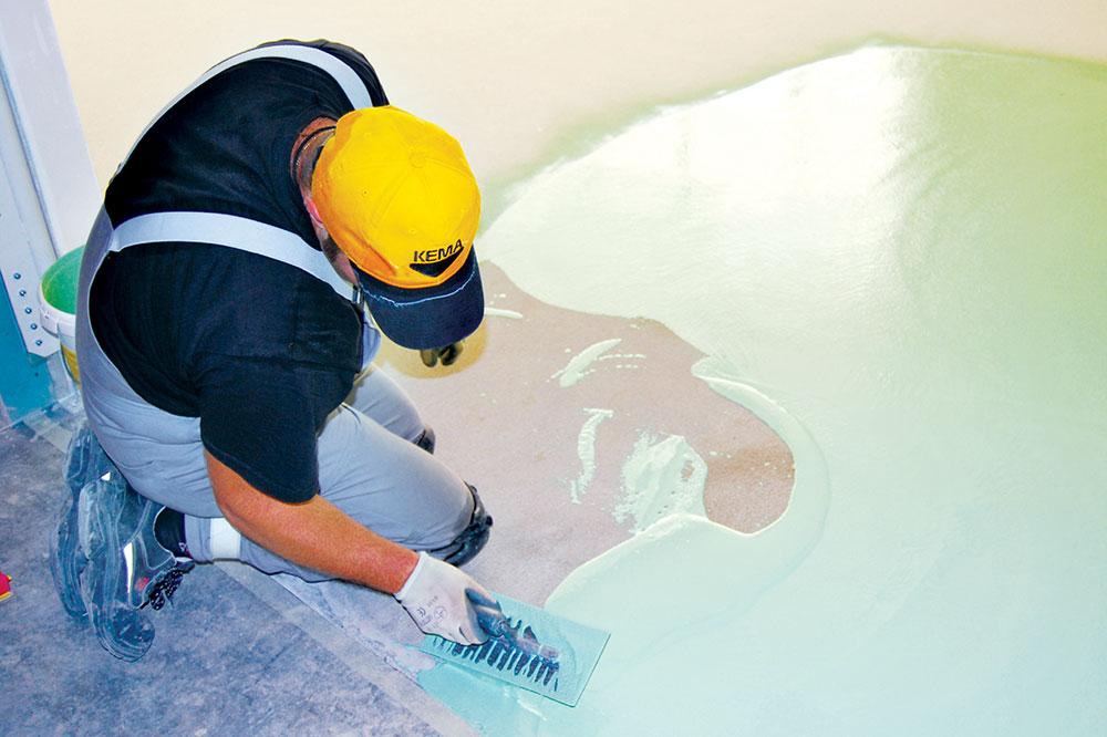 Za ugrađivanje KEMAPOX poda se koriste ravne ili nazubljene gletarice