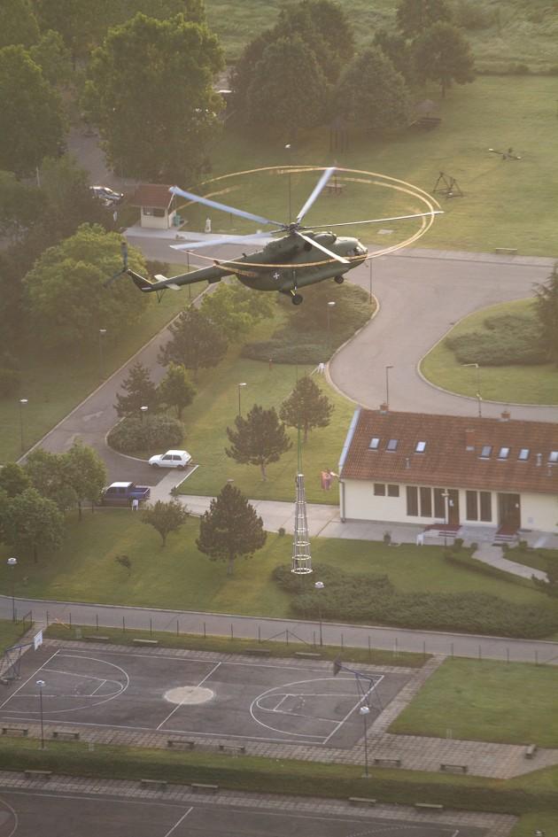 piloti Vojske Srbije helikopterom Mi-17 podigli takozvani špic