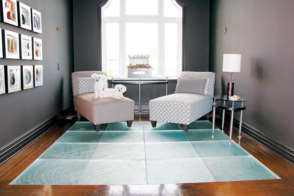 Za izradu staklenih podova koristi se specijalno staklo, lamelirano i posebno ojačano