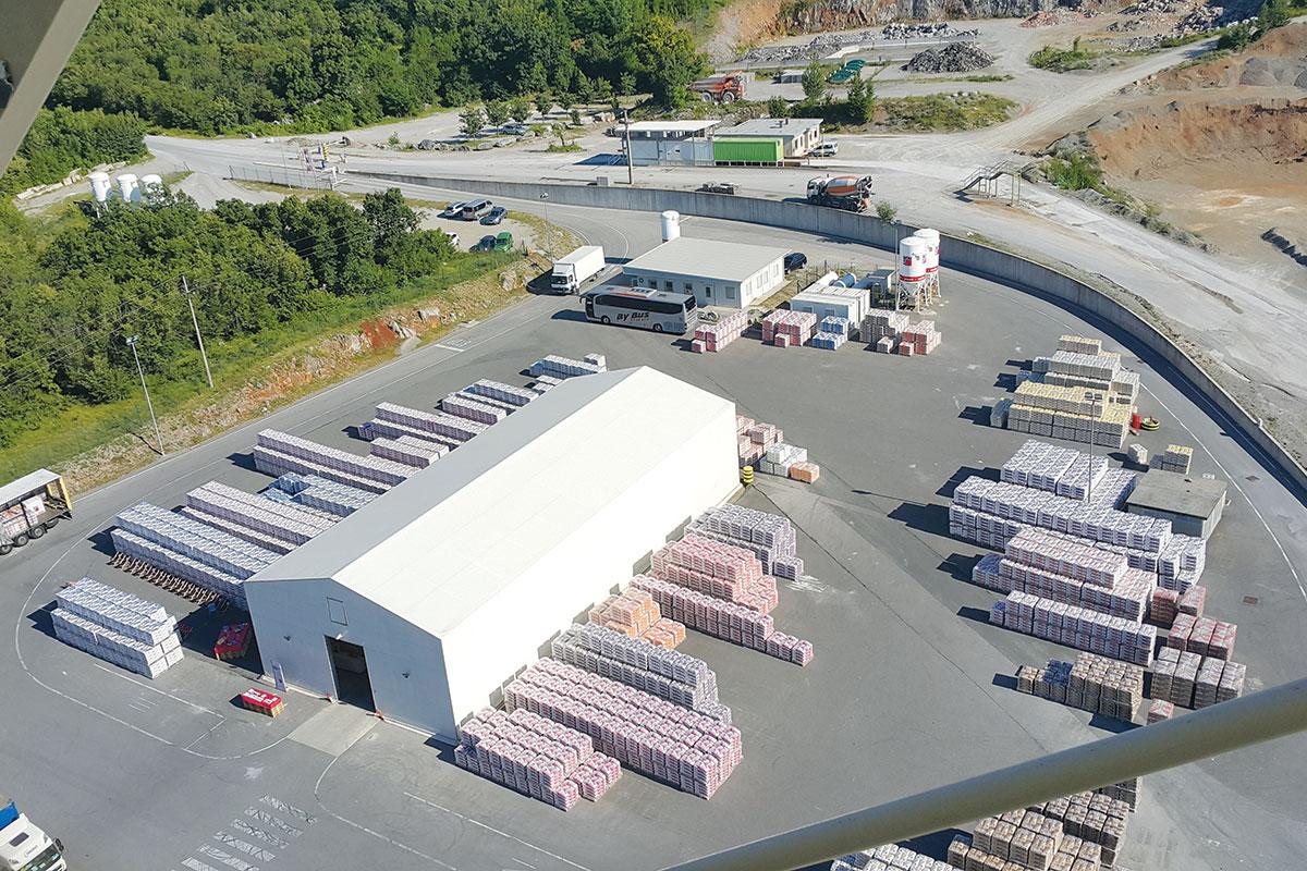 Početkom 2006. godine Baumit je u Srbiji pokrenuo fabriku u Aranđelovcu