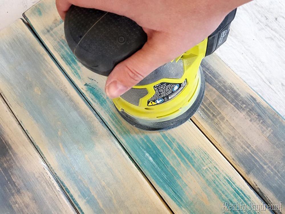 Šmirglisanje povšiine farbanog poda