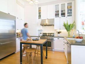 Laminatna podna obloga u kuhinji