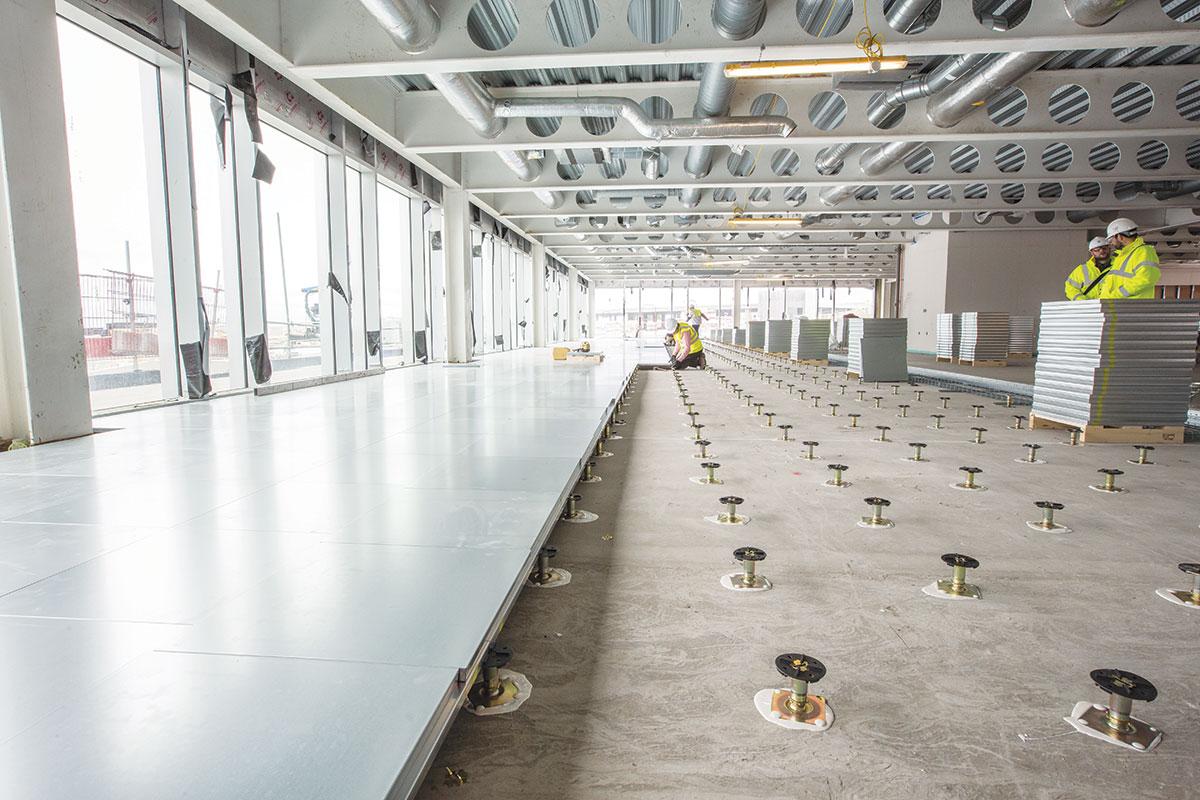 Podignuti podovi za poslovne prostore