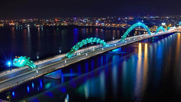 Dragon bridge se nalazi u Vijatnamu i bljuje vatru i vodu