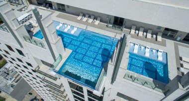 Zamislite da plivate u bazenu koji se nalazi na četrdesetom spratu neke zgrade