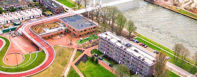 Biciklistička staza preko krova škole u Holandiji