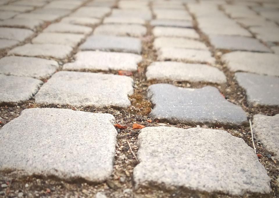 Granit se koristi i za kamene kocke i ivičnjake na cestama