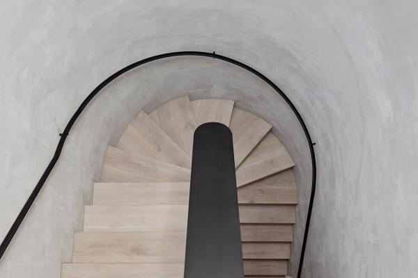 Spiralne stepenice koje dodaju dramatiku