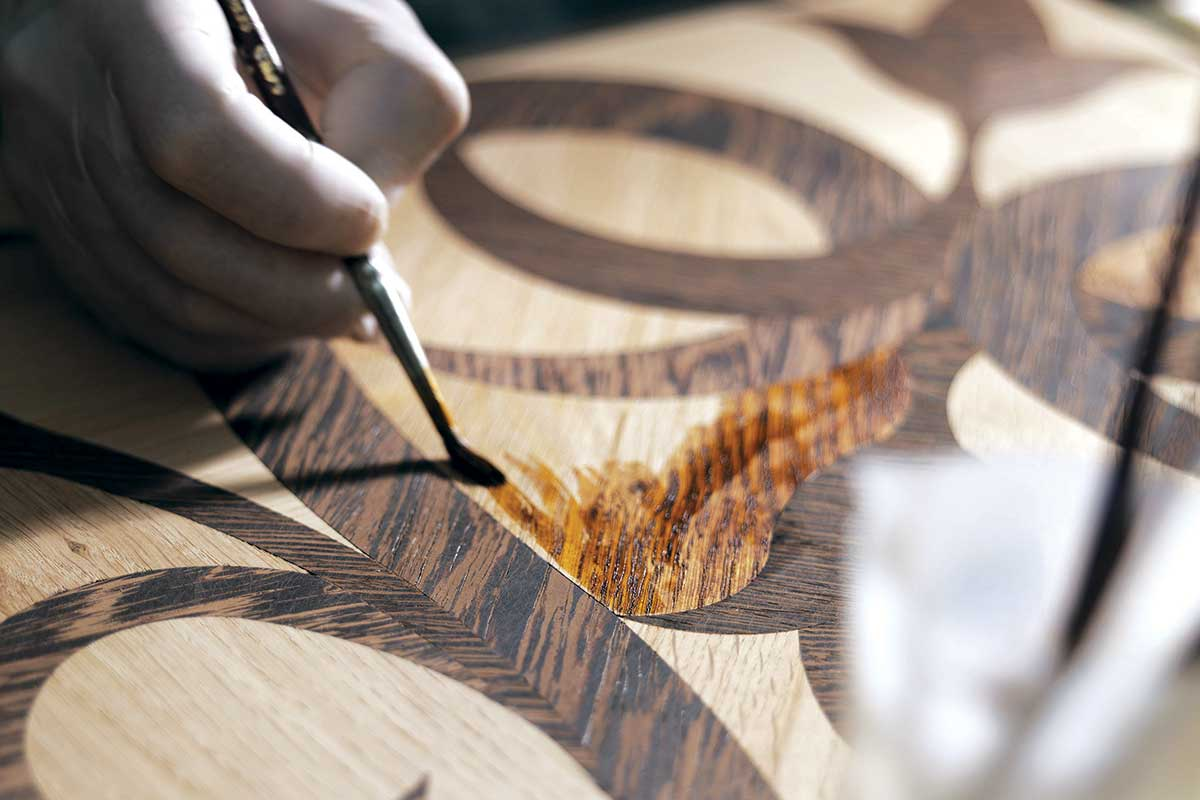 Zaštita drvenog poda lanenim firnajzom ili voskiranjem