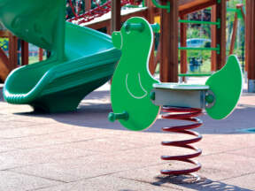 Reciklirana guma - podna obloga za dečija igrališta