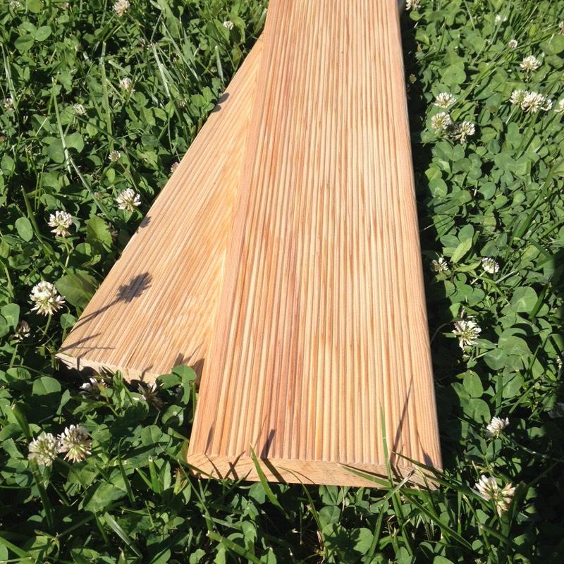 Listva Attractive Wood d.o.o nudi Vam visokokvalitetnu terasnu dasku i druge profilisane elemente od pravog Sibirskog Ariša, koji uspeva u ekološki čistoj regiji Istočnog Sibira.