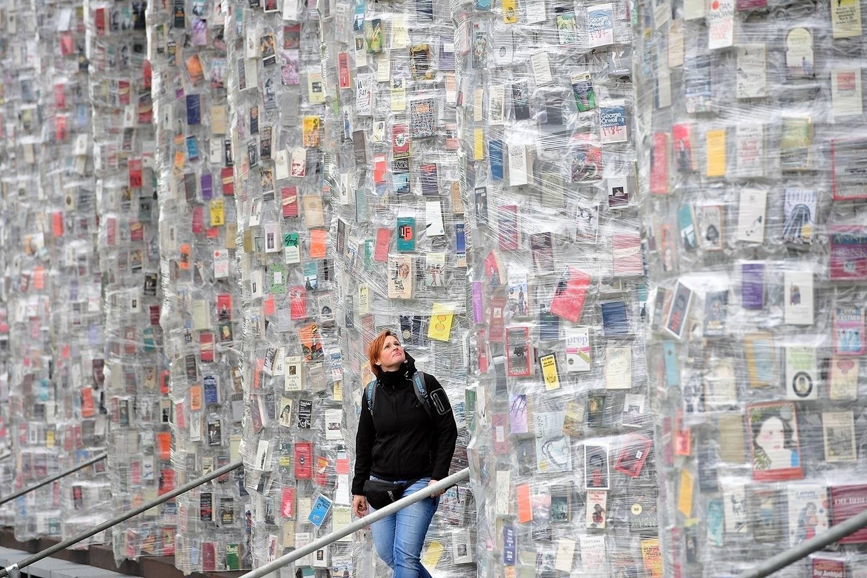 Projekat je inspirisan ranijom instalacijom iz 1983. godine, koja je konstruisana nakon raspada režima diktature u Argentini